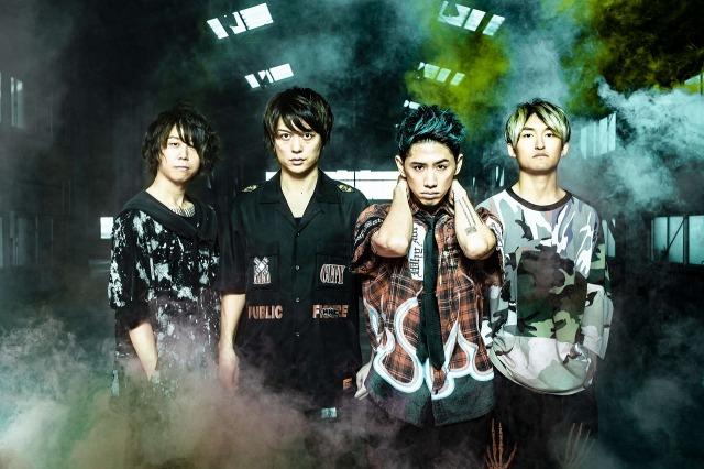 新型コロナウイルスに感染したONE OK ROCKのToru(左から2番目)の画像