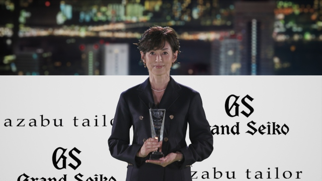 『SUITS OF THE YEAR 2020』を受賞した鈴木保奈美