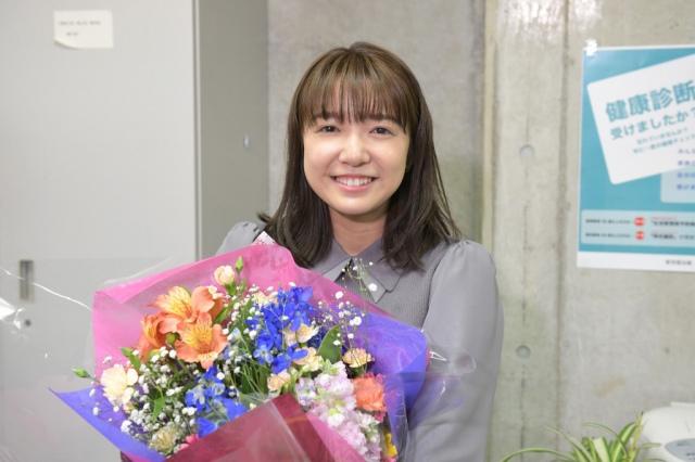 火曜ドラマ『オー!マイ・ボス!恋は別冊で』クランクアップを迎えた上白石萌音 (C)TBSの画像
