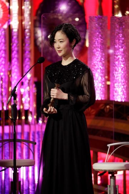 『第44回日本アカデミー賞』最優秀助演女優賞を受賞した黒木華(C)日本アカデミー賞協会の画像