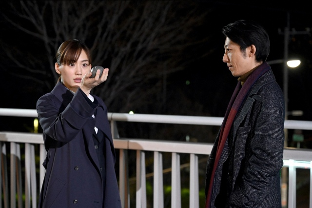 『天国と地獄~サイコな2人~』最終回より(左から)綾瀬はるか、高橋一生 (C)TBSの画像