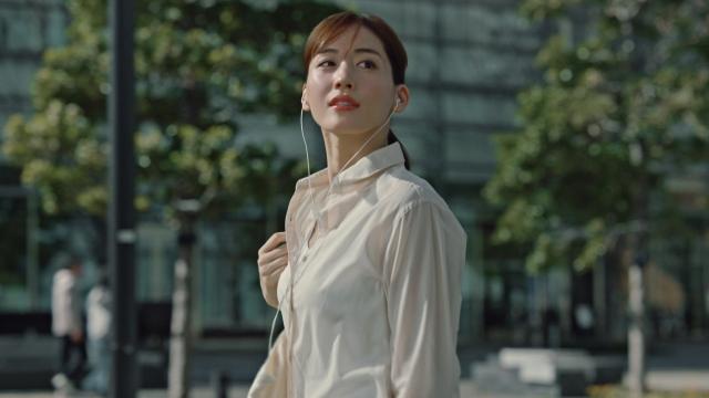 「ユニクロ」のCMに出演する綾瀬はるかの画像