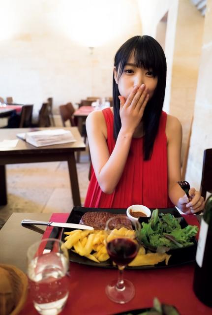 菅井友香1st写真集『フィアンセ』の重版が決定(C)LUCKMAN/講談社の画像