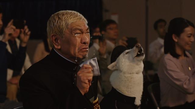 ソフトバンク新テレビCM「すべての親がHERO'S」篇に出演する松本人志の画像