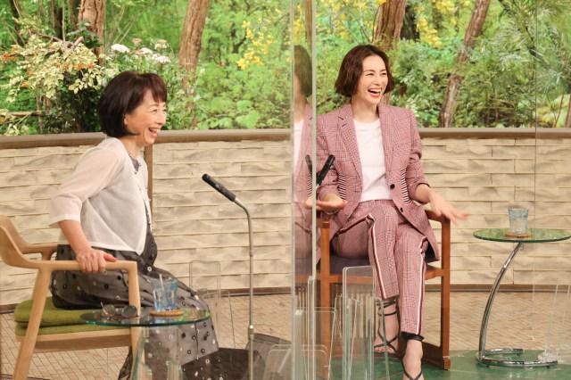 阿川佐和子のトーク番組『サワコの朝』最終回(3月27日放送)ゲストは米倉涼子(右)(C)MBSの画像