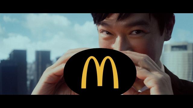 日本マクドナルドのティザーCM「大人を楽しめ」篇に出演した堺雅人の画像