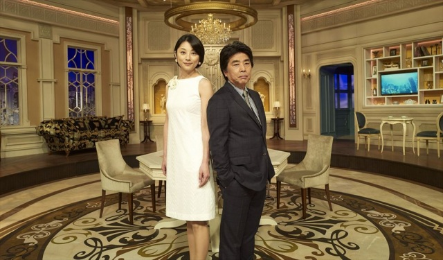 『カンブリア宮殿』15周年、不動のMC村上龍(右)と小池栄子(左) (C)テレビ東京の画像