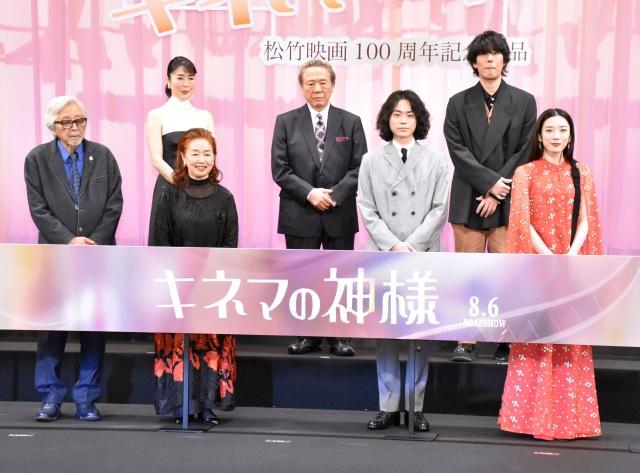 (前列左から)山田洋次監督、宮本信子、菅田将暉、永野芽郁(後列左から)寺島しのぶ、小林稔侍、野田洋次郎の画像