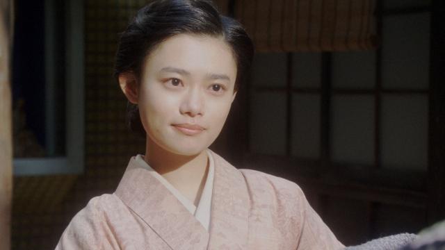 富士子たちと話しをする千代(杉咲花)=連続テレビ小説『おちょやん』第17週・第83回より (C)NHKの画像
