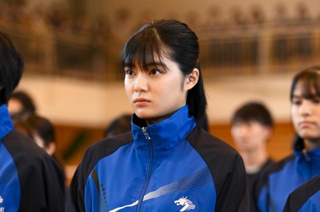 『ドラゴン桜』で吉田美月喜が平手友梨奈とバドミントンのダブルス結成(C)TBSの画像