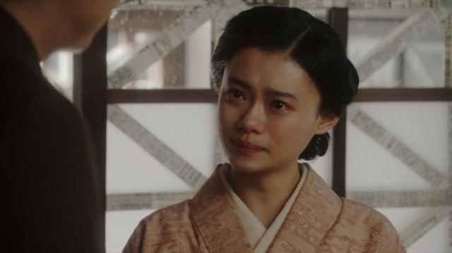 一平と話しをする千代(杉咲花)=連続テレビ小説『おちょやん』第17週・第84回より (C)NHKの画像