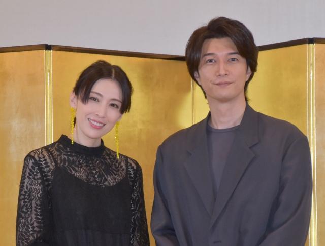 夫婦2ショットで初の会見を行った(左から)雛形あきこ、天野浩成 (C)ORICON NewS inc.の画像