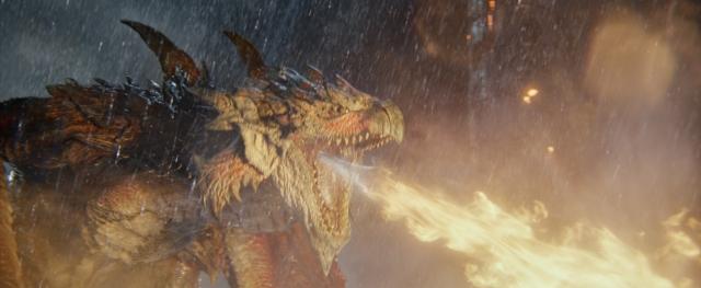 『映画モンスターハンター』(公開中)絶望的なほどのスピードとパワーで襲い来る、火竜の雄・リオレウス (C) Constantin Film Verleih GmbHの画像