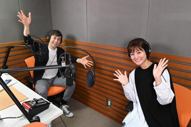 3日スタートするラジオ日本『日テレアナ・ザ・ワールド!』に出演するラルフ鈴木アナウンサー、徳島えりかアナウンサーの画像