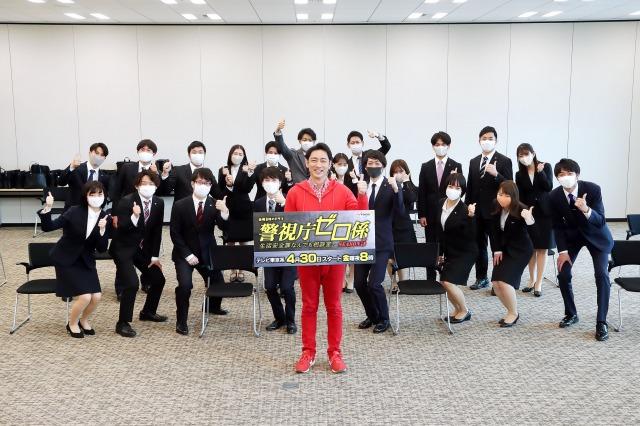 テレビ東京の入社式にサプライズ登場した小泉孝太郎 (C)テレビ東京の画像
