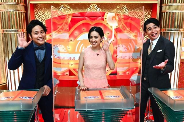 『爆笑!ターンテーブル』でMCを務める(左から)桐山照史、中村アン、吉村崇 (C)TBSの画像