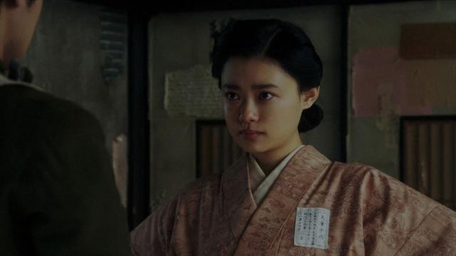 寛治(前田旺志郎)と話しをする千代(杉咲花)=連続テレビ小説『おちょやん』第18週・第87回より (C)NHKの画像