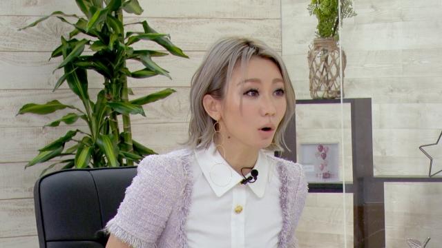 7日放送の『突然ですが占ってもいいですか?SP』に出演する倖田來未(C)フジテレビの画像