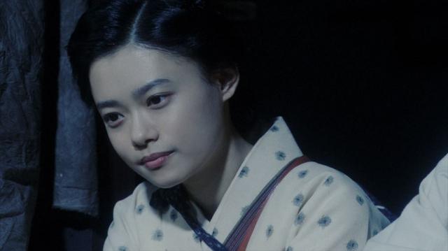 一平と話す千代(杉咲花)=連続テレビ小説『おちょやん』第18週・第88回より (C)NHKの画像