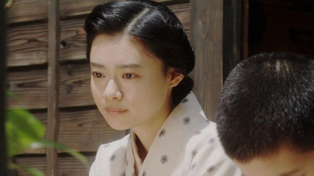 一福と話しをする千代(杉咲花)=連続テレビ小説『おちょやん』第18週・第89回より (C)NHKの画像