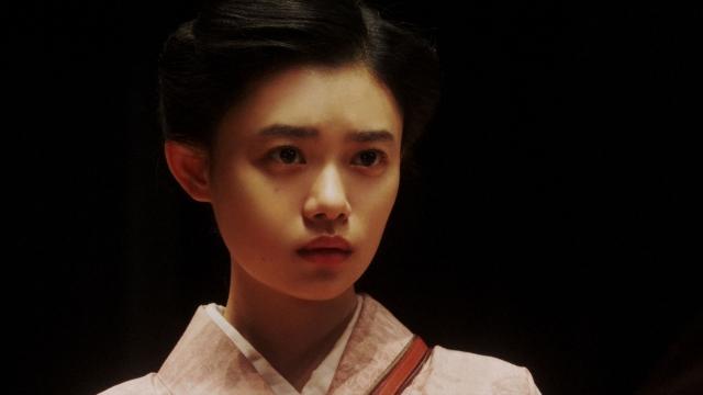 新えびす座で大山社長の話を聞く千代(杉咲花)=連続テレビ小説『おちょやん』第19週・第91回より (C)NHKの画像