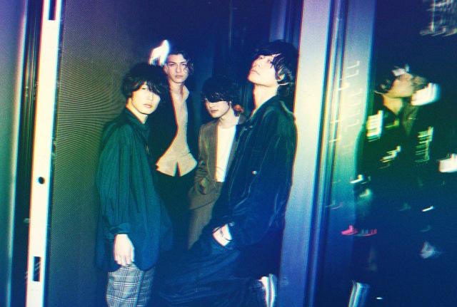 新ドラマー・リアド偉武(左から2人目)を迎えた[Alexandros]新ビジュアルの画像