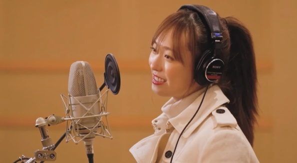 YouTubeチャンネル『福原遥とふくはらはるか』で、YUIの楽曲「CHE.R.RY」を歌唱する福原遥の画像