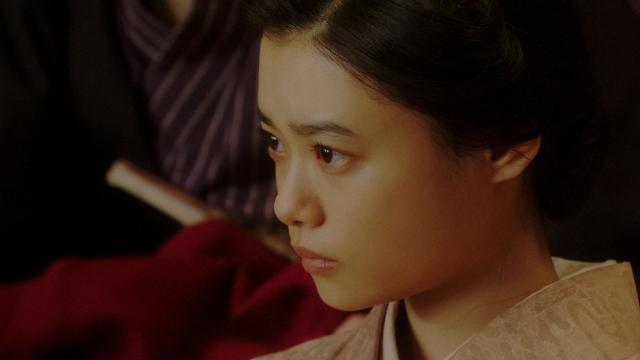 大山社長の話を聞く千代(杉咲花)=連続テレビ小説『おちょやん』第19週・第93回より (C)NHKの画像