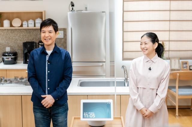 『Amazon Echo Show10』新製品発表会に登壇した(左から)関根勤、関根麻里の画像