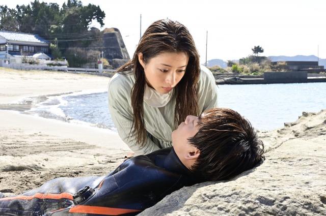 新水曜ドラマ『恋はDeepに』に出演する石原さとみ、綾野剛 (C)日本テレビの画像