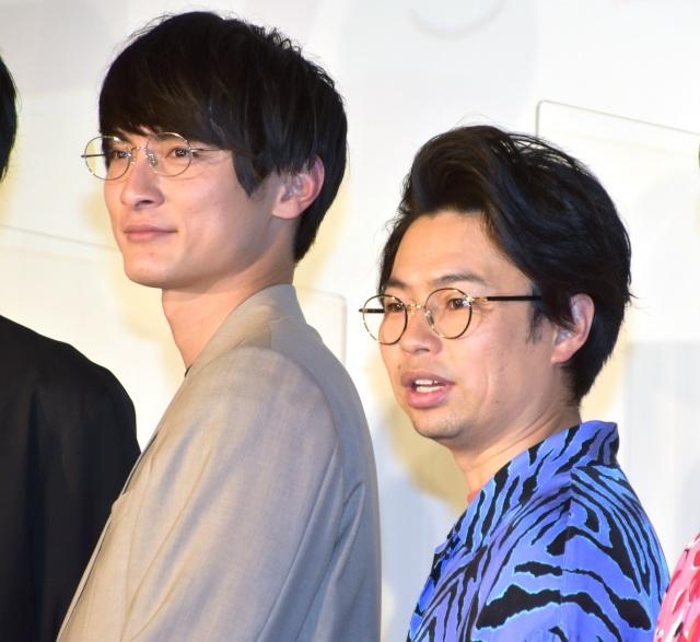 浜野謙太にキャスティングをフライング告知したことを明かした高良健吾(左)(C)ORICON NewS inc.の画像