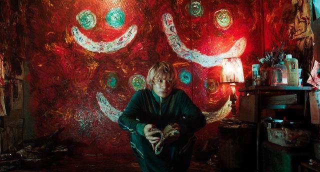 バックの油絵はFukase作=映画『キャラクター』(6月11日公開) (C)021映画「キャラクター」製作委員会の画像