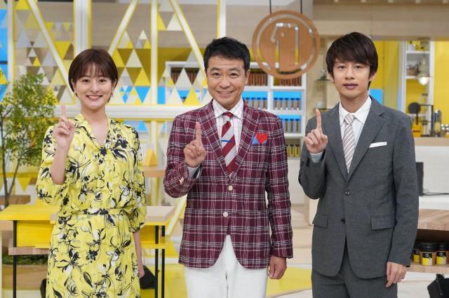 500回を迎える『シューイチ』(左から)徳島えりかアナ、中山秀征、中丸雄一(C)日本テレビの画像