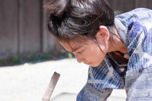 映画『HOKUSAI』(5月28日公開)城桧吏が演じる少年期の北斎が登場する冒頭シーンをWEBで解禁 (C)2020 HOKUSAI MOVIEの画像