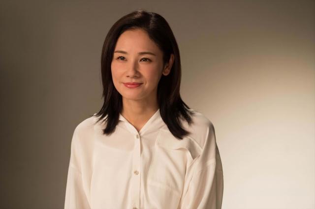 よるドラ『きれいのくに』40代の恵理を演じる吉田羊 (C)NHKの画像