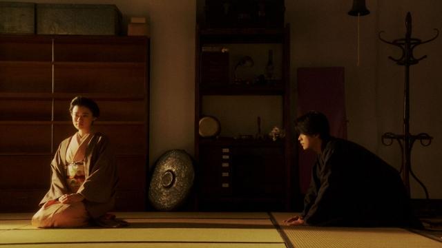 稽古場で一平(成田凌)と話しをする千代(杉咲花)=連続テレビ小説『おちょやん』第20週・第99回より (C)NHKの画像