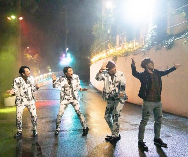 映画『スーパー戦闘 純烈ジャー』9月10日、全国公開決定にあわせて、何かに喜んでいるようなミュージカル風の場面カットが解禁された (C)2021東映ビデオの画像