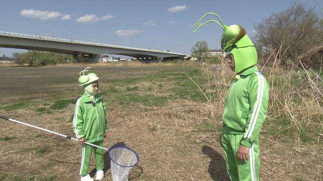 香川照之の昆虫すごいぜ!『春だよ!課外授業はテントウムシ』よりカマキリ母子(左から)寺田心、香川照之で初の昆虫採集 (C)NHKの画像