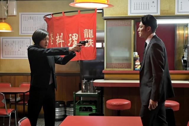 テレビ朝日系木曜ドラマ『桜の塔』第2話より(左から)広末涼子、玉木宏 (C)テレビ朝日の画像