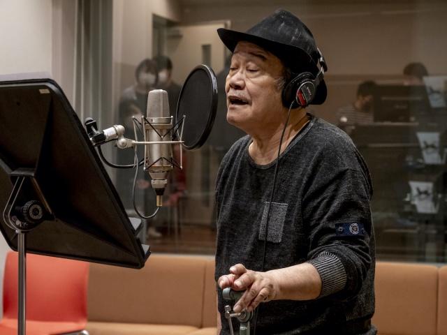 応援歌「いのちの停車場」のレコーディングをする西田敏行の画像