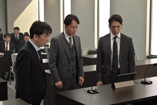 テレビ朝日系木曜ドラマ『桜の塔』第2話より(左から)関智一、椎名桔平、玉木宏 (C)テレビ朝日の画像