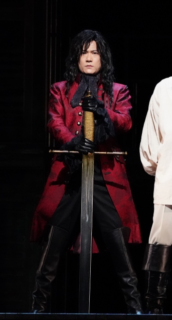 舞台『サンソン-ルイ16世の首を刎ねた男-』公開ゲネプロに登場した稲垣吾郎