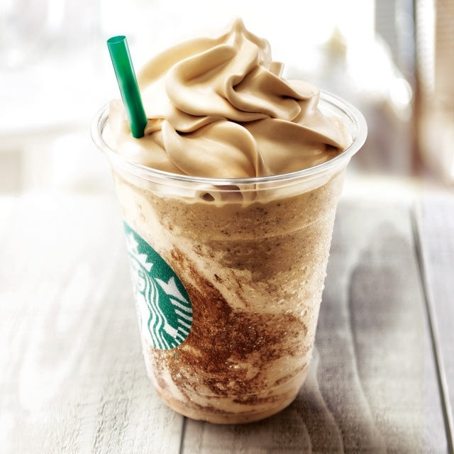 スタバの一部店舗で発売されている『コーヒー&クリーム フラペチーノ with コーヒークリームスワール』の画像