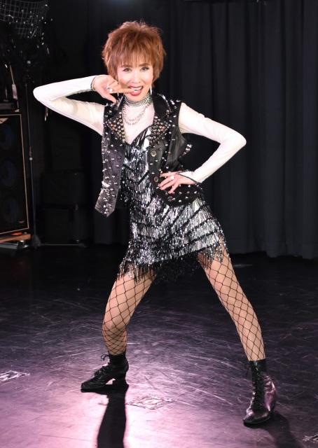 歌手デビュー50周年新曲「深夜零時、乱れ心」のパフォーマンスを披露した小柳ルミ子 (C)ORICON NewS inc.の画像