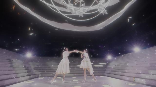 イベント『「魔法少女まどか☆マギカ」Anniversary Stage』でライブパフォーマンスを披露したClariSの画像