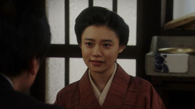 NHKのスタッフからラジオドラマの出演を依頼される千代(杉咲花)=連続テレビ小説『おちょやん』第21週・第102回より (C)NHKの画像