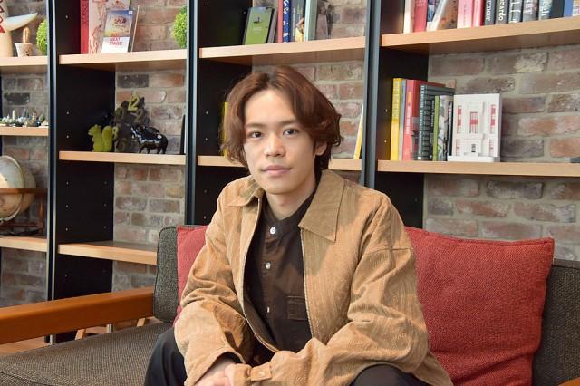 インタビューを受ける小野賢章 (C)oricon ME inc.の画像