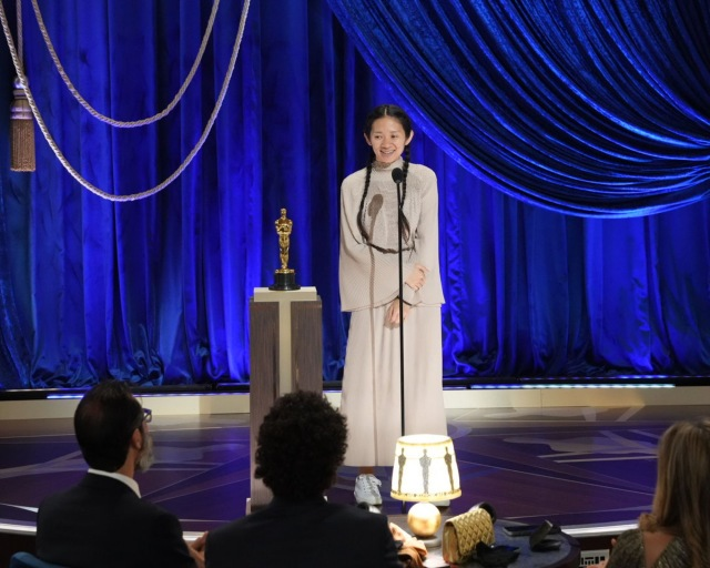 『第93回アカデミー賞』作品賞&監督賞を受賞した『ノマドランド』クロエ・ジャオ監督 (C)Getty Imagesの画像
