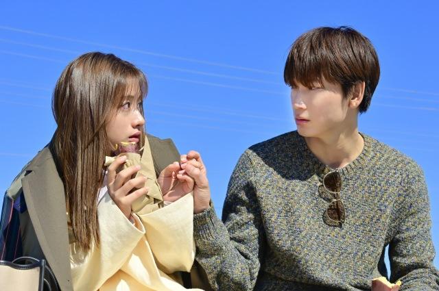 水曜ドラマ『恋はDeepに』第3話より(左から)石原さとみ、綾野剛 (C)日本テレビの画像