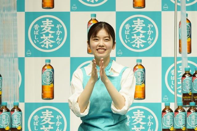 『やかんの麦茶 from 一』発売記念PRイベントに登場した小芝風花の画像